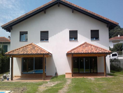 Albañilería Landetxa ha construido una vivienda bifamiliar con piscina en Hendaia, Francia