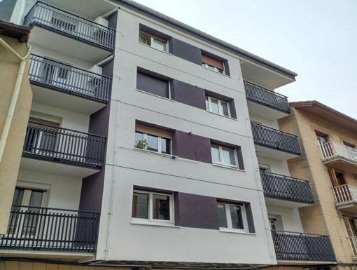 Albañilería Landetxa ha llevado a cabo la restauración de la fachada y la cubierta con Sistema de Aislamiento Térmico Exterior (SATE)