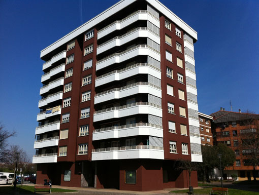 Albañilería Landetxa ha llevado a cabo la restauración de la fachada en la calle Embajador 6, en Irun.