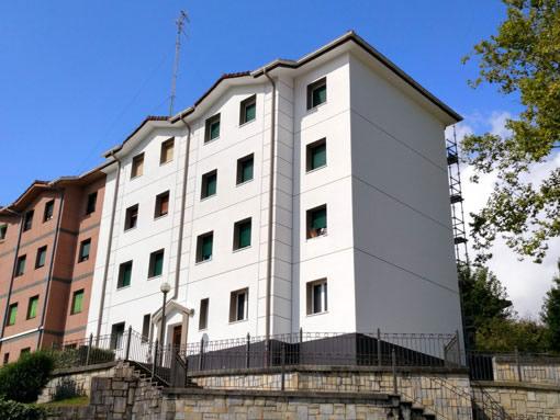 Albañilería Landetxa llevó a cabo una restauración integral de las fachadas del edificio ubicado en la calle Prudencia Arbide de Irún